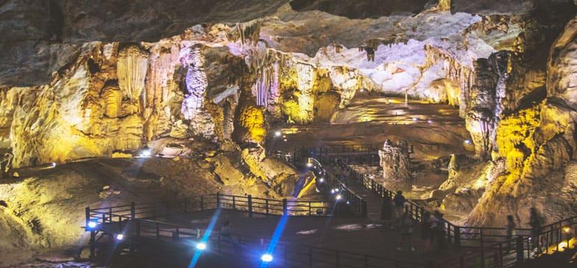 Da Nang - Hue - Vinh Moc - Paradise cave tour