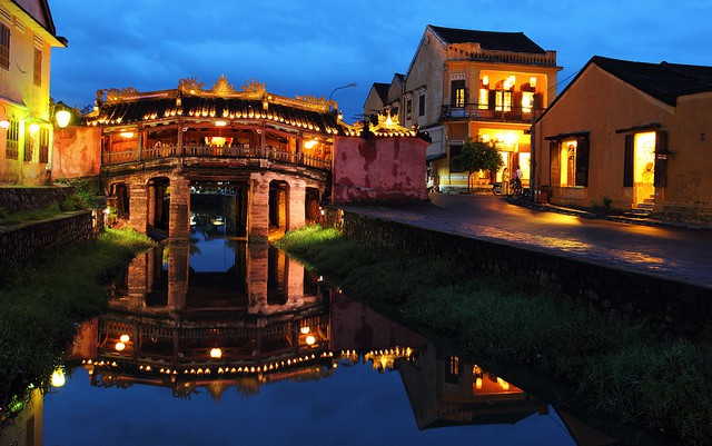 night light in hoi an