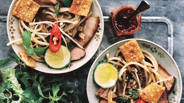 TOP 10 STREET FOODS YOU MUST EAT IN HOI AN
