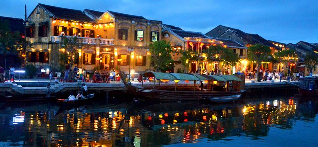 EXPLORE HOI AN ANCIENT TOWN FROM TIEN SA PORT FULL DAY TOUR